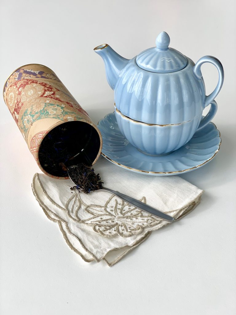 Tea pot, cup, loose leaf tea